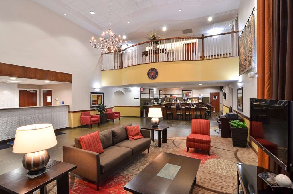 Best Western Dayton Inn & Suites - Relax and take in the scenery as you sit in our beautiful lobby.