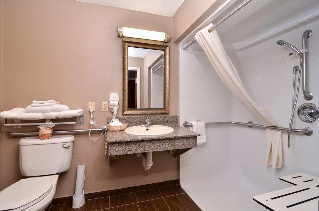 Best Western Dayton Inn & Suites - Baño