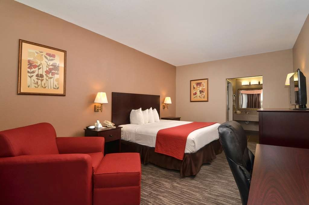 Best Western Dayton Inn & Suites - Our King Single Guest Room