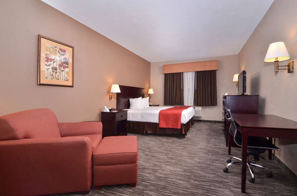 Best Western Dayton Inn & Suites - Sit down and enjoy the morning news while sipping a delicious cup of coffee.
