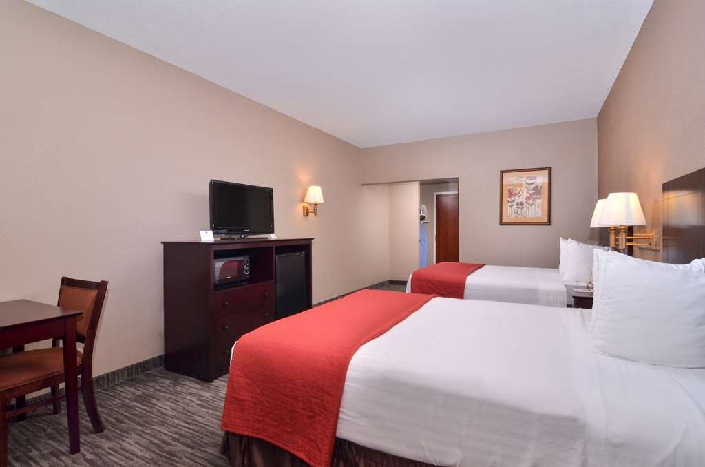 Best Western Dayton Inn & Suites - There is plenty of room for up to 4 guests in our two queen guest room.