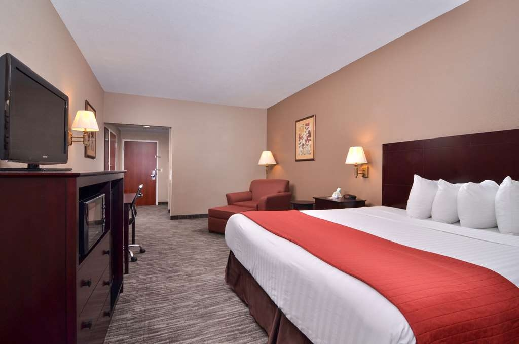 Best Western Dayton Inn & Suites - Our King Single Mobility Accessible Guest Room
