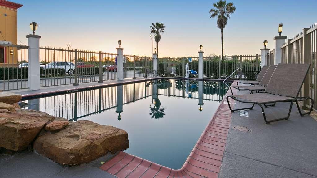 Best Western Dayton Inn & Suites - Pool view