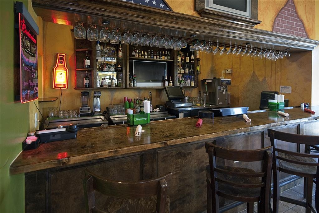 Best Western Taylor Inn - Come and enjoy the restaurant bar offering a place to socialize with other guests or members of your party.