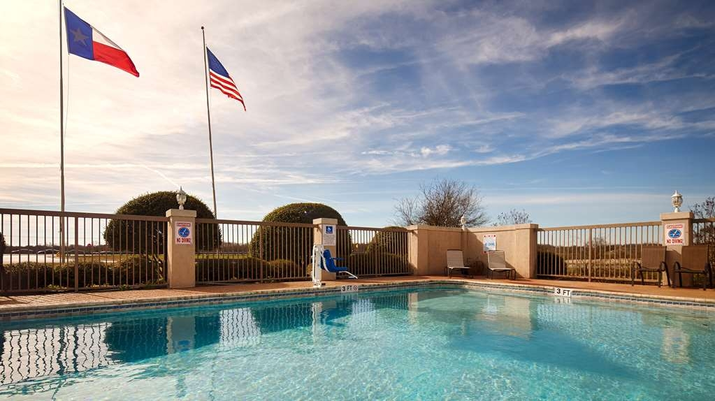 Best Western Taylor Inn - Outdoor Swimming Pool
