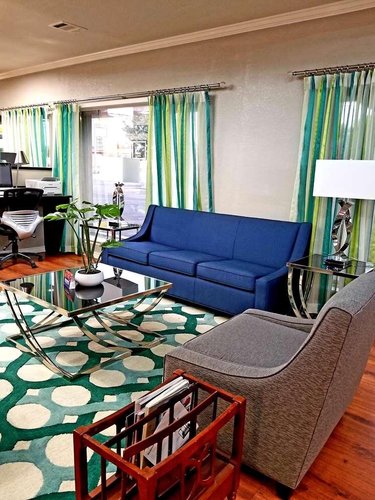 Best Western Post Oak Inn - Rilassati nella hall dell'hotel, il luogo ideale per socializzare con gli altri ospiti o con i membri del tuo gruppo.