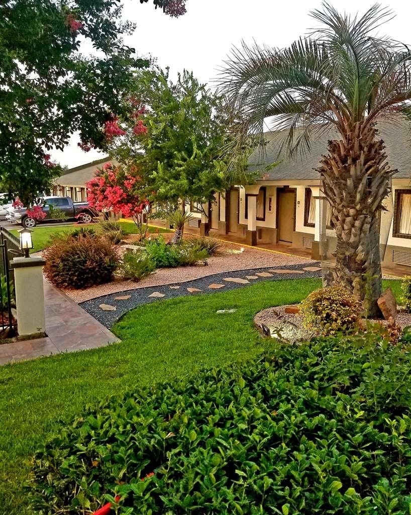 Best Western Post Oak Inn - Vue de la piscine