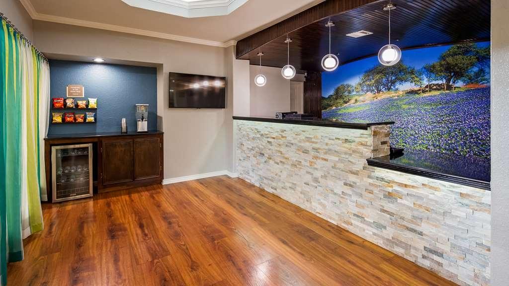Best Western Post Oak Inn - Vista del vestíbulo