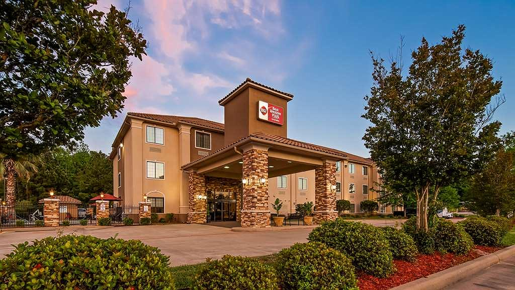 Best Western Plus Crown Colony Inn & Suites - Area esterna