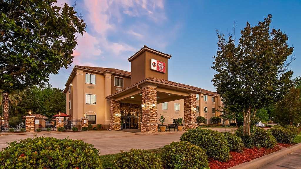 Best Western Plus Crown Colony Inn & Suites - Vista exterior
