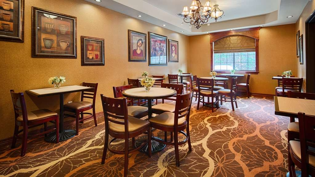 Best Western Plus Crown Colony Inn & Suites - The breakfast dining room can also be used as a private meeting area.