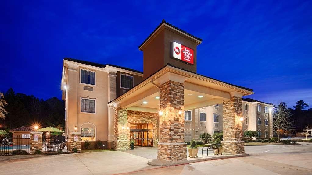 Best Western Plus Crown Colony Inn & Suites - Façade