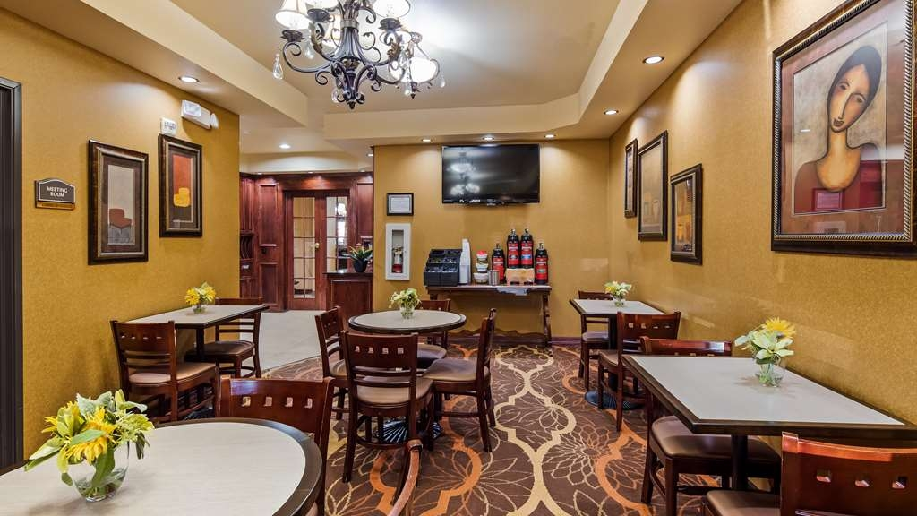Best Western Plus Crown Colony Inn & Suites - Breakfast Area