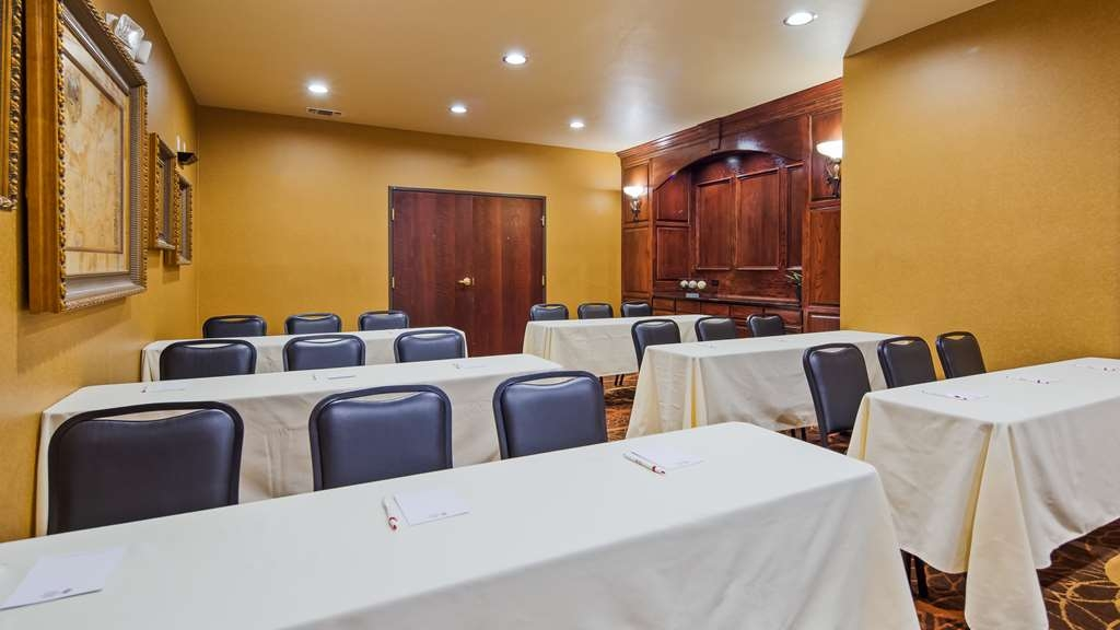 Best Western Plus Crown Colony Inn & Suites - Meeting Room
