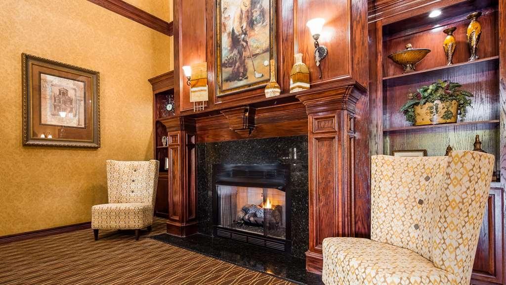 Best Western Plus Crown Colony Inn & Suites - Lobby & Sitting Area