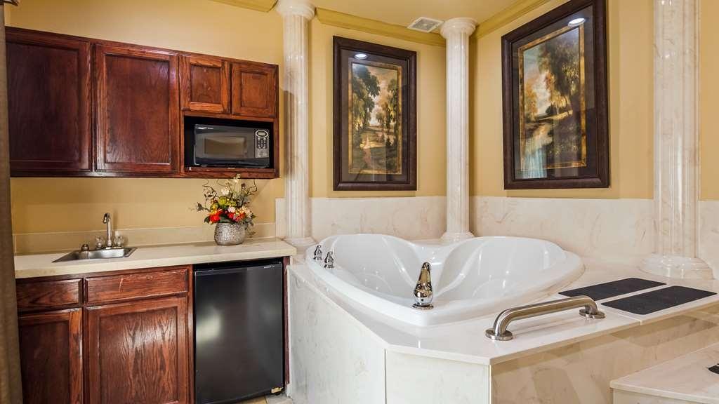 Best Western Plus Crown Colony Inn & Suites - King Suite Whirlpool Tub