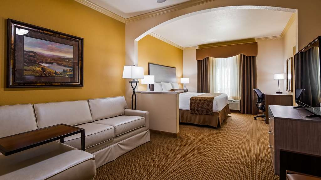 Best Western Plus Crown Colony Inn & Suites - King Suite