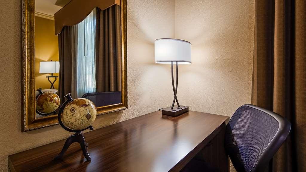 Best Western Plus Crown Colony Inn & Suites - Guest Room Desk