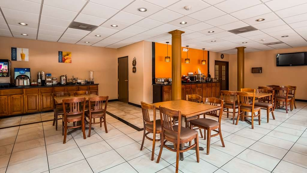 Best Western Plus The Woodlands - A Full Hot Breakfast is available