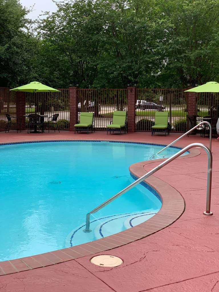 Best Western Plus The Woodlands - Pool
