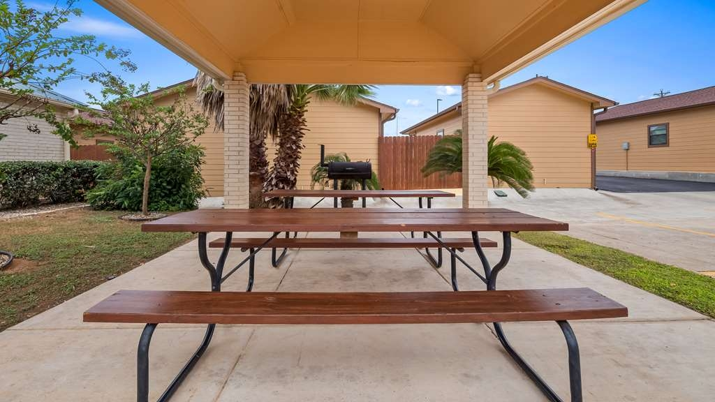 Best Western Regency Inn & Suites - Outdoor Picnic Area