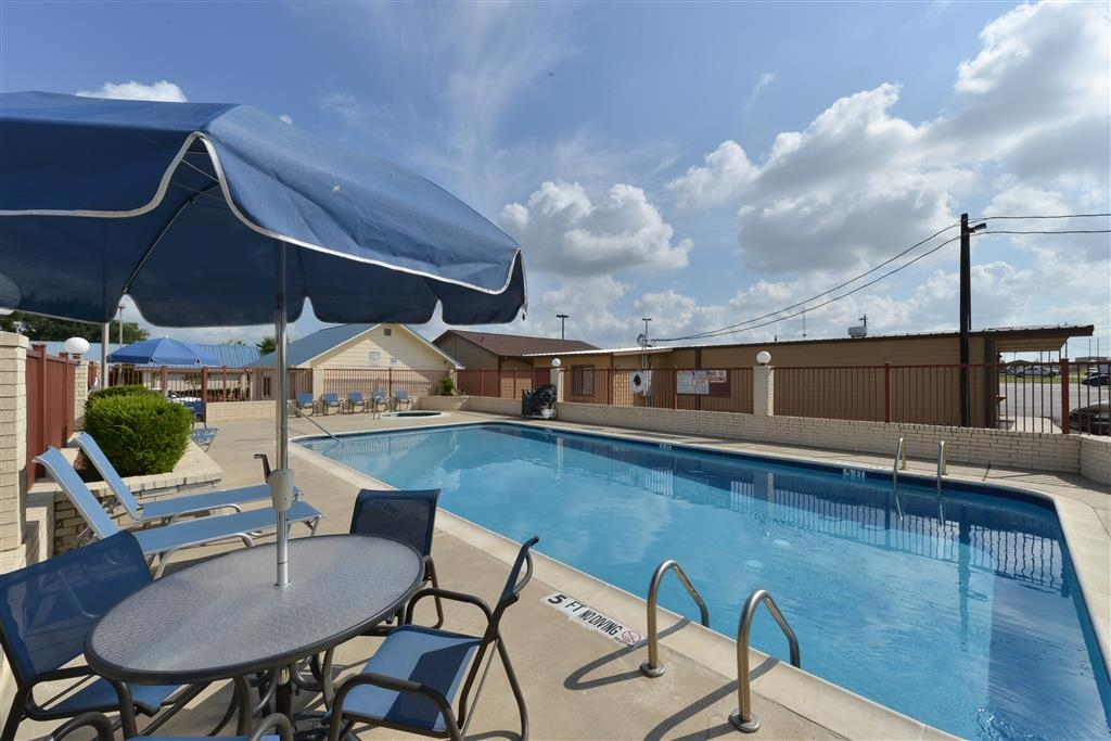 Best Western Regency Inn & Suites - Vue de la piscine