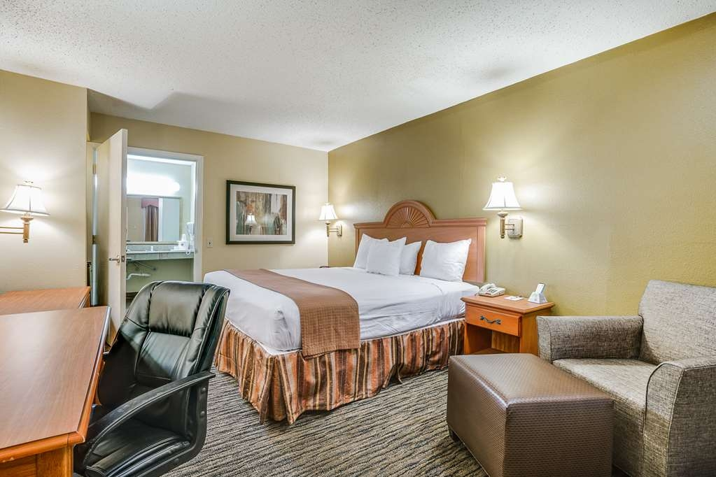 Best Western Cityplace Inn - If you need a mobility accessible king room with a roll-in shower or bath tub we've got you covered.