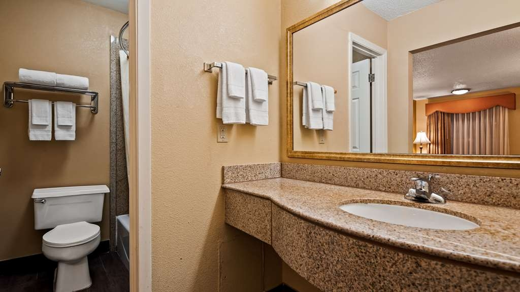 Best Western Cityplace Inn - Bathroom