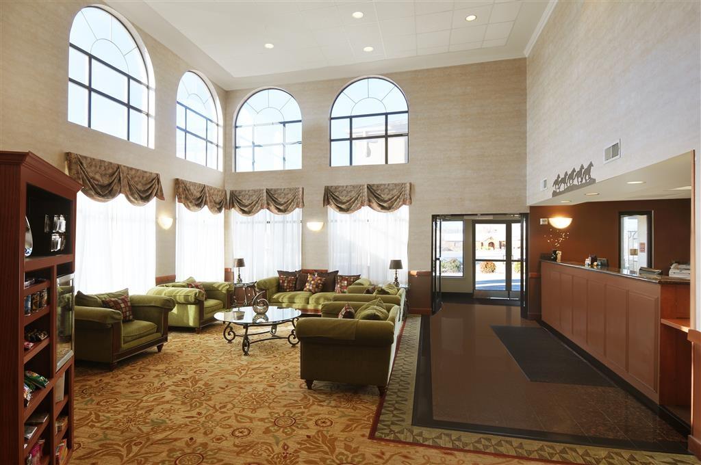 Best Western Plus Graham Inn - Unser Foyerbereich ist ein entspannter Ort, um ein Buch zu lesen oder sich mit Kollegen und Freunden zu treffen.