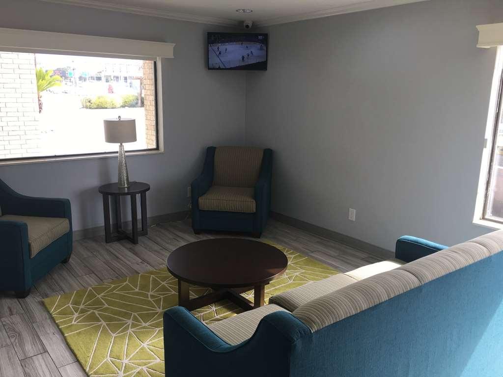 Best Western Garden Inn - Lobby & Sitting Area