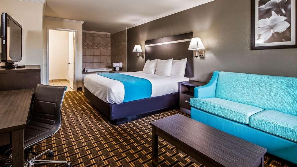 Best Western Garden Inn - King Suite with Whirlpool
