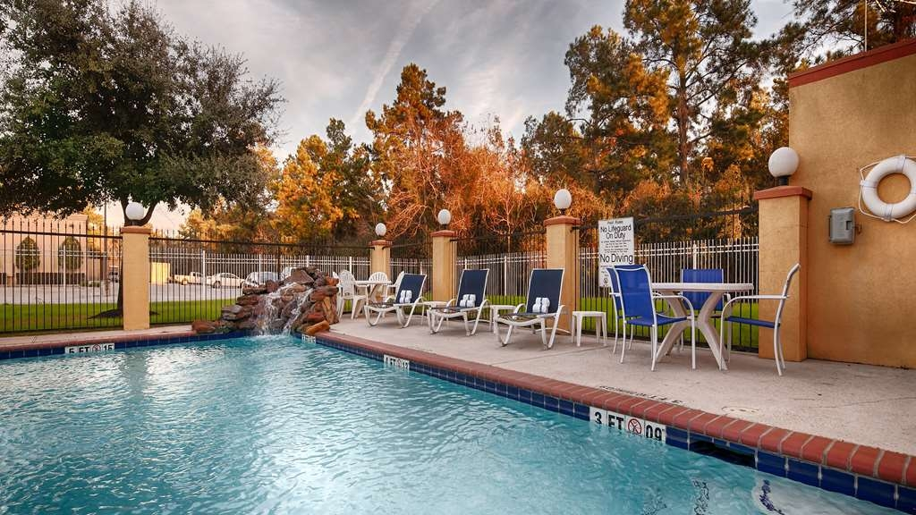 Best Western Plus Sam Houston Inn & Suites - Our outdoor pool is perfect for swimming laps or taking a quick dip.