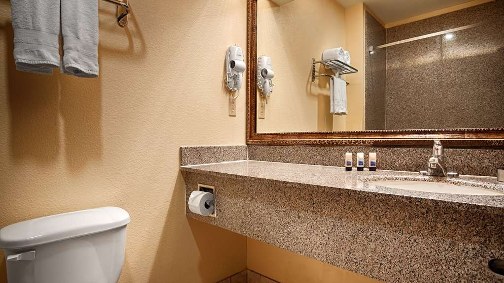 Best Western Plus Sam Houston Inn & Suites - Enjoy getting ready for the day in our fully equipped guest bathrooms.
