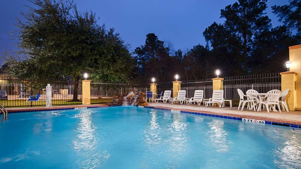 Best Western Plus Sam Houston Inn & Suites - You'll immediately feel the beneficial effects on both your body and mind in our outdoor pool.