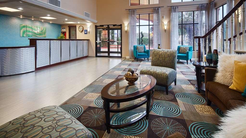 Best Western Plus Sam Houston Inn & Suites - Vista del vestíbulo