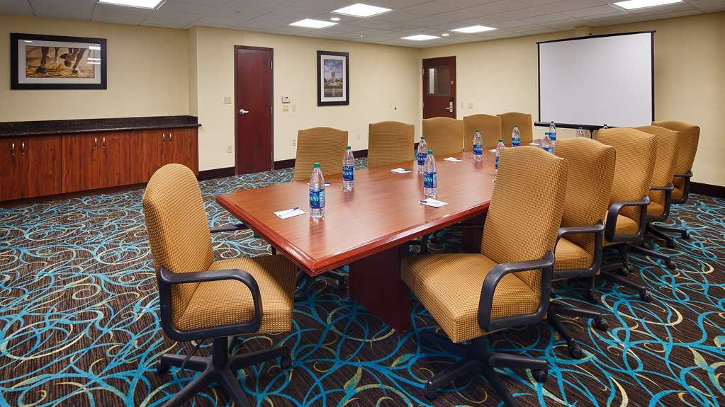 Best Western Plus Sam Houston Inn & Suites - Need to schedule a meeting for business? We have space available for you and your clients.