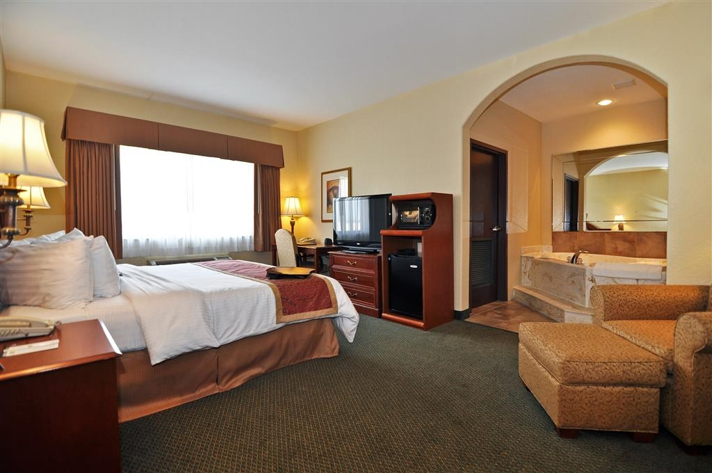 Best Western Plus Victoria Inn & Suites - Suite