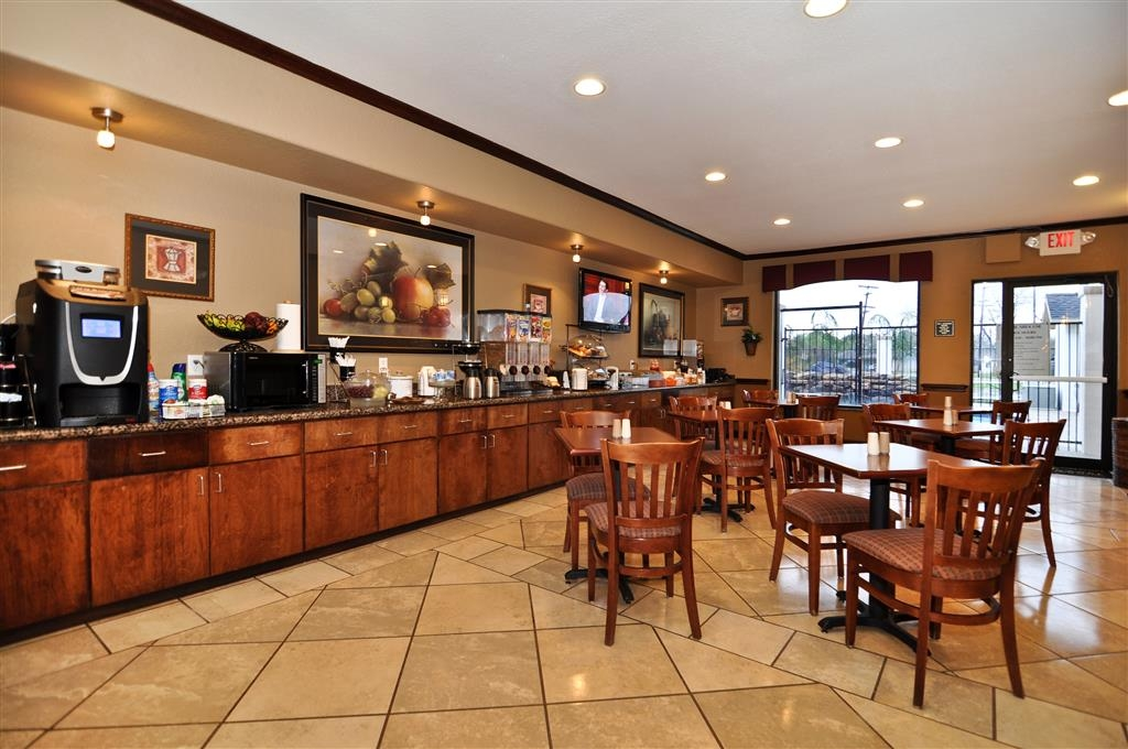 Best Western Plus Victoria Inn & Suites - Enjoy the most important meal of the day in our comfortable breakfast area.