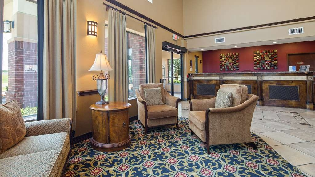 Best Western Plus Victoria Inn & Suites - First impressions are the most important, and our chic lobby is no exception to that rule.