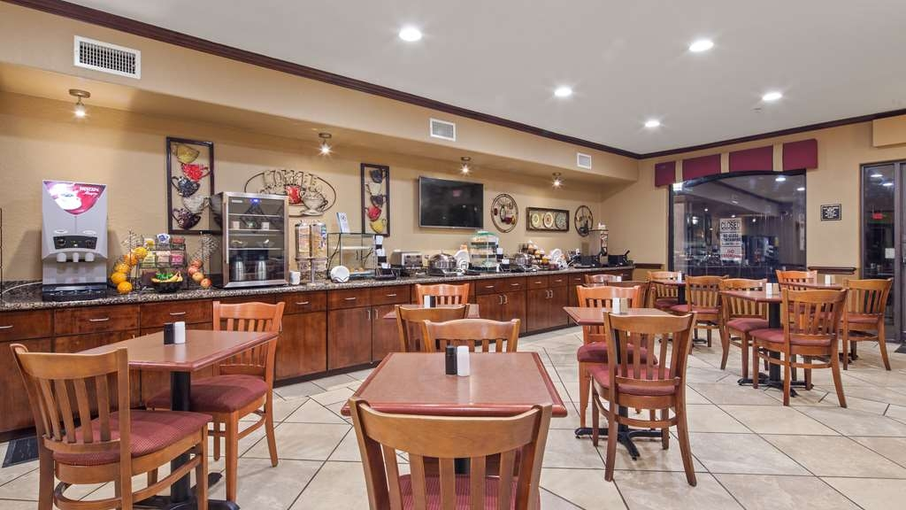 Best Western Plus Victoria Inn & Suites - Enjoy a balanced and delicious breakfast with choices for everyone.