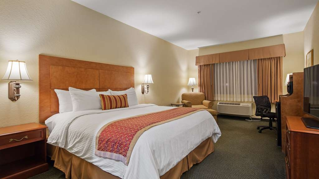 Best Western Plus Victoria Inn & Suites - Your comfort is our first priority. In our King Guest Room, you will find that and much more.