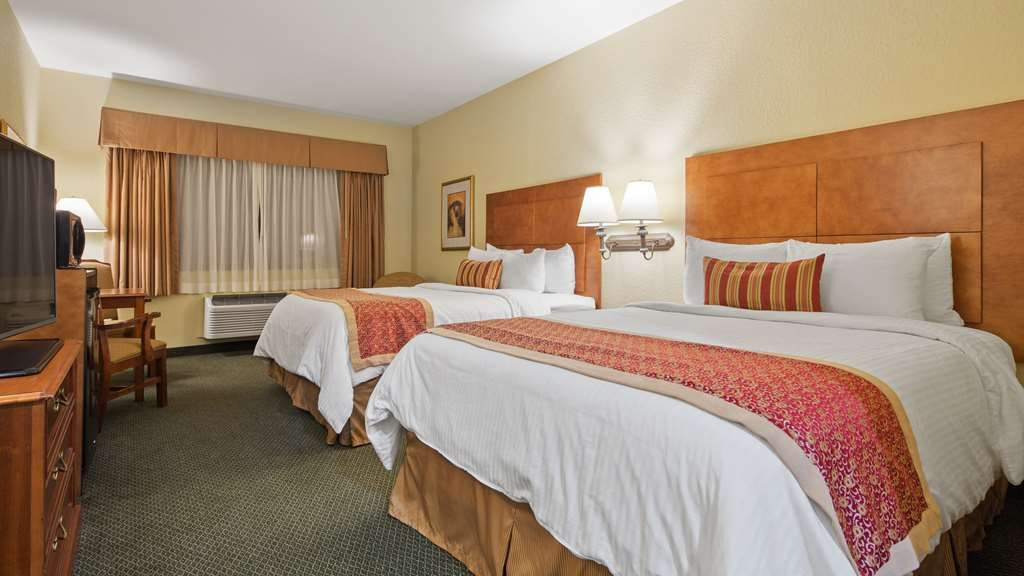 Best Western Plus Victoria Inn & Suites - Live in true luxury when you book a Double Queen Guest Room