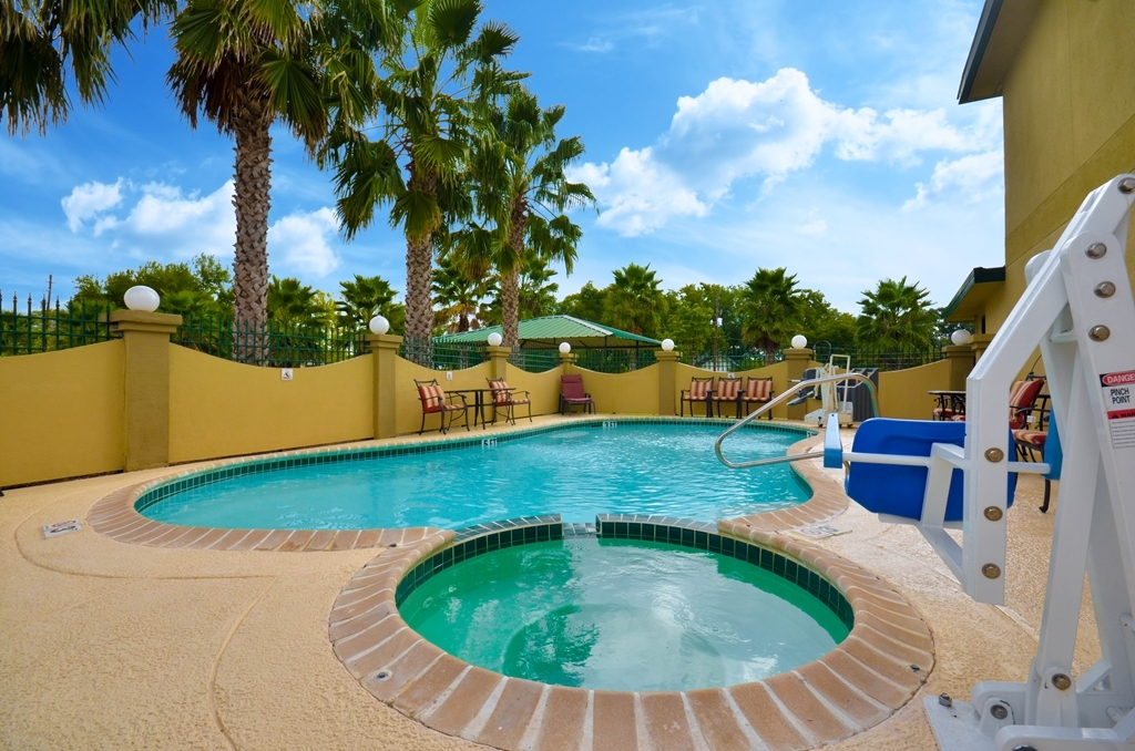 Best Western Executive Inn - Vista de la piscina