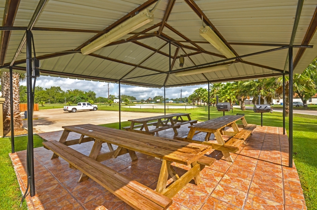 Best Western Executive Inn - Picnic tables and a covered pavilion enable guests to enjoy their picnic with family and friends.