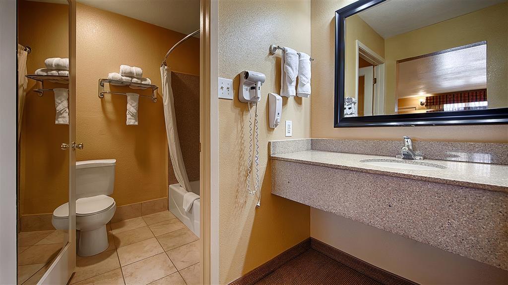 Best Western Executive Inn - Cuarto de baño de clientes