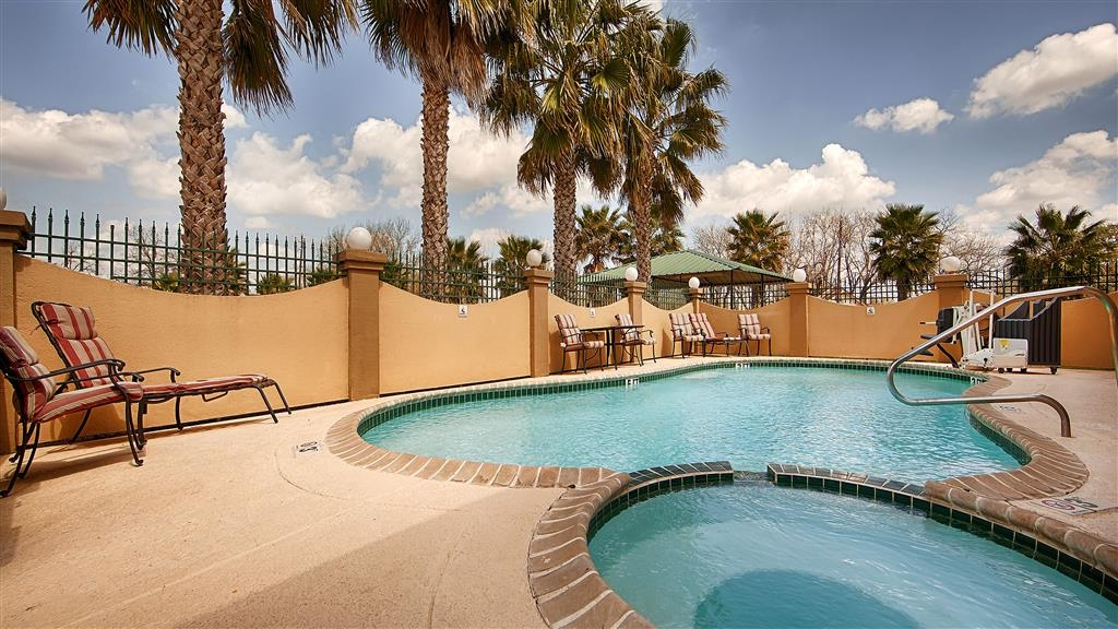 Best Western Executive Inn - Outdoor Swimming Pool and Hot Tub