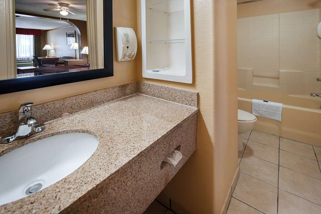 Best Western Windwood Inn & Suites - Baño