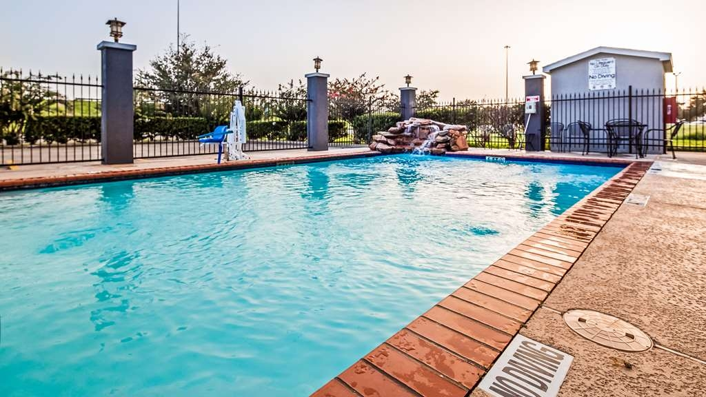 Best Western Mainland Inn & Suites - Piscina