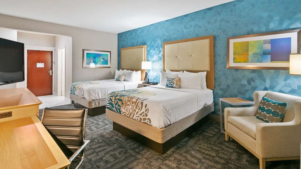 Best Western Plus Houston Atascocita Inn & Suites - Our double queen comes fully equipped with a 46-inch LED TV with 90 HD channels.