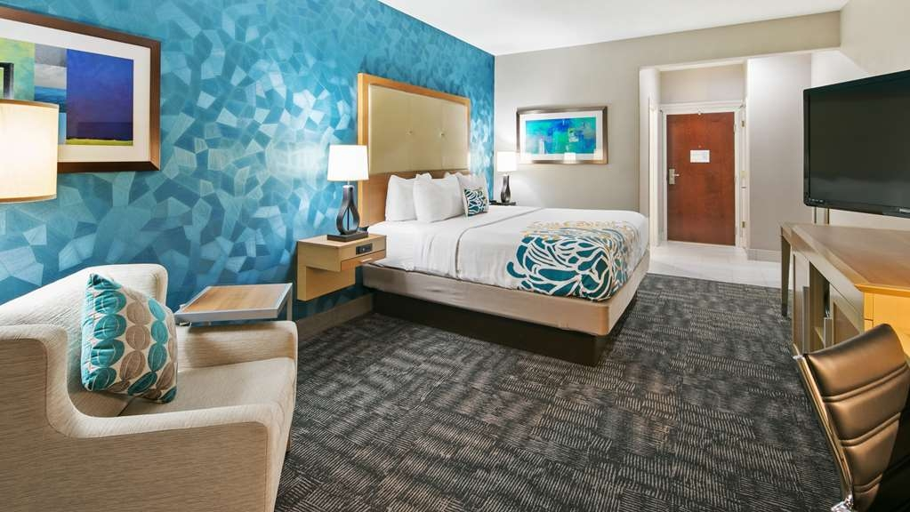 Best Western Plus Houston Atascocita Inn & Suites - This king guest room is spacious and offers you a comfortable place to unwind.